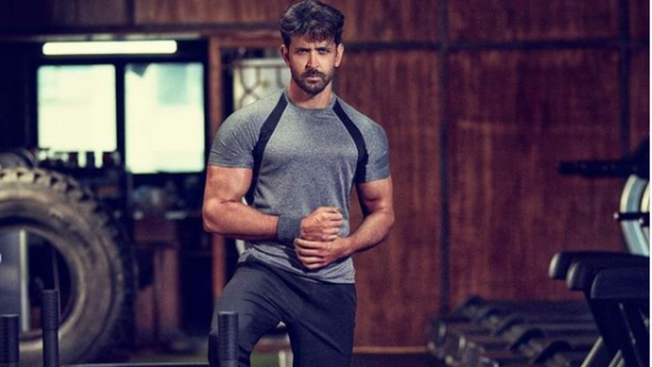 HRITHIK-ROSHAN-FLAUNTS-RIPPED-PHYSIQUE-IN-VIDEO