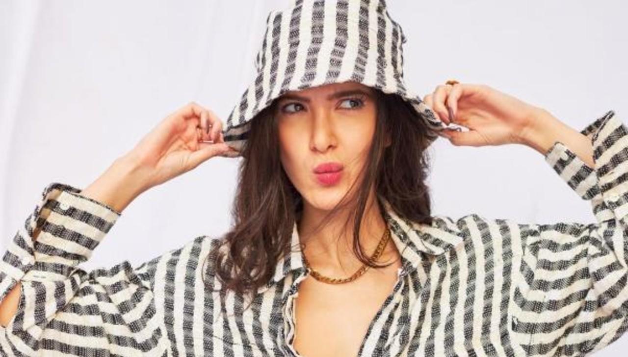 shanaya-kapoor-bucket-hat