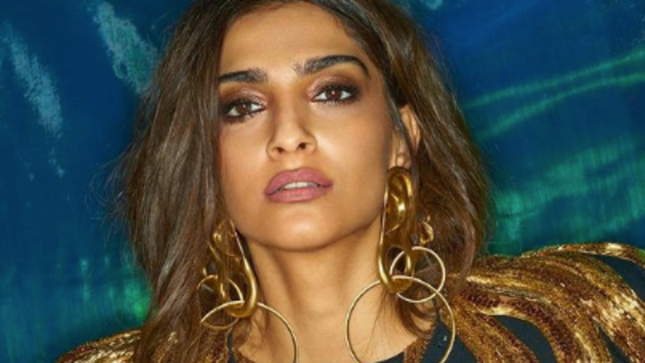 SONAM-KAPOOR-OPENS-ON-SALARY-MARRIAGE-AND-CHILDREN